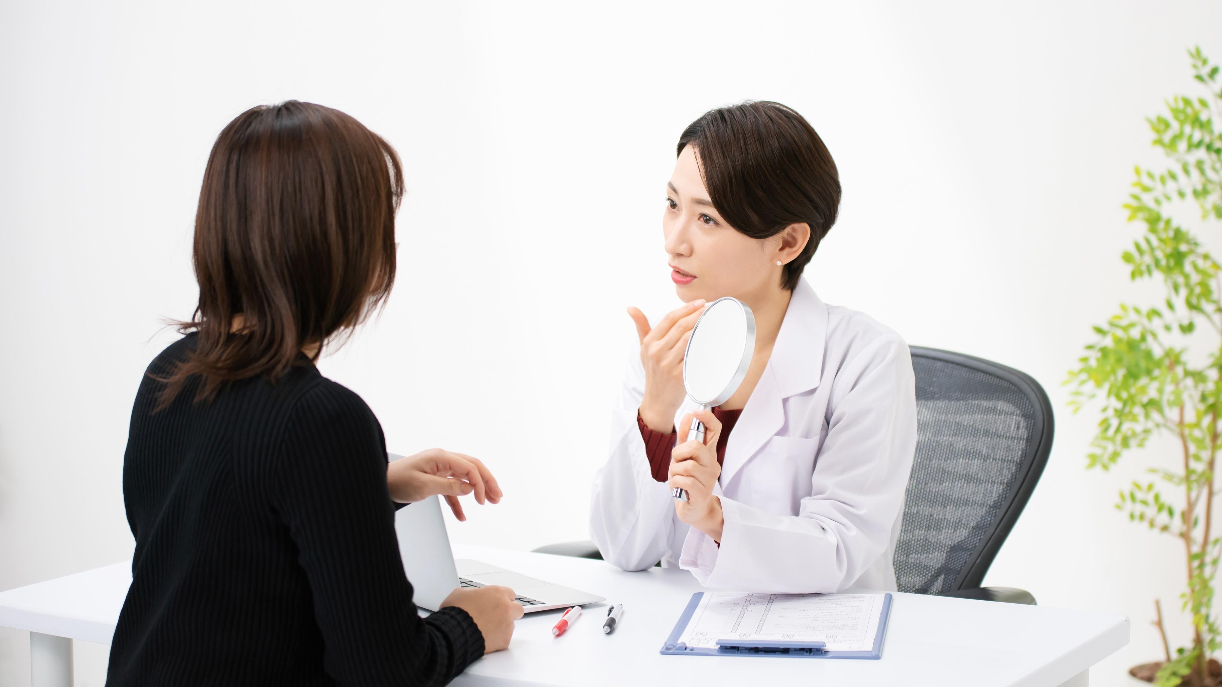 美容医療に進むために、専門医であることは必須?
